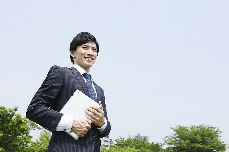 ビジネススーツとリクルートスーツでは何が違うのか