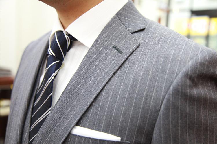 スーツの衿の幅