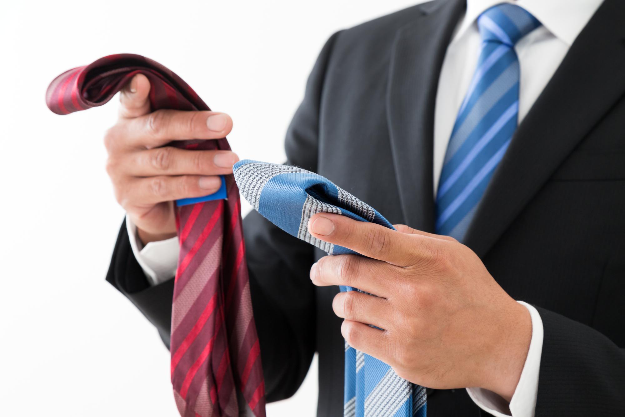 結婚式のネクタイは何色が最適!?マナーや好印象な結び方